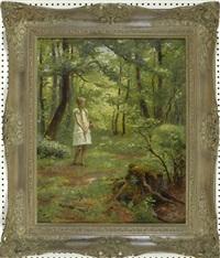 mädchen im weißen kleid mit korb im sommerlich grünen wald stehend by friedrich (fritz) raupp
