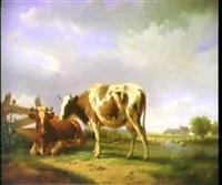 in weiter bewaldeter flusslandschaft rasten vorne links vor einem plankenzaun auf einem rasenstuck zwei kuhe by leopold de cauwer