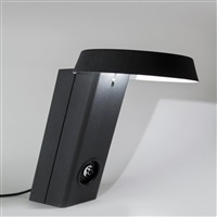una lampada alogena da tabvolo 607 by gino sarfatti