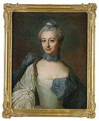 porträtt föreställande grevinnan fredrika ulrika staël von holstein, född sperling iklädd grå brokadklänning med blå drapering och rosett by johan stålbom