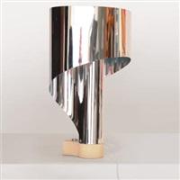 una lampada da tavolo spinnaker by giorgio wiskemann & costantino corsini