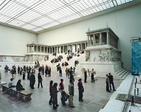 pergamon v berlin by thomas struth