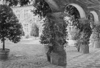 sommerlicher schloßhof mit arkadengang by pierre abattucci
