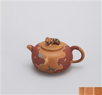 林中听音 (teapot with dog shaped knob) by sang libing