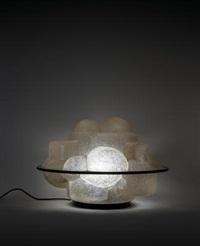 una lampada da tavolo profiterole by sergio asti