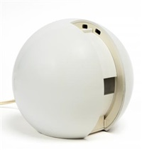 una lampada da tavolo gea by giovanni colombo