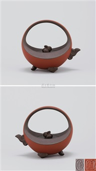 环日奇光 (moon shaped teapot with rabbit knob) by ji yishun