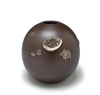 vase by yoshimitsu
