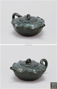 荷叶壶 (lotus leaf shaped teapot) by jiang rong