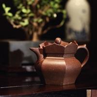 矮僧帽壶 (monk's cap teapot) by gu jingzhou