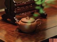 顾泉壶 (teapot) by gu jingzhou