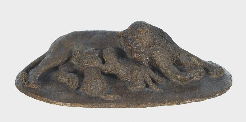 säugende löwin mit ihren zwei jungen by urs eggenschwyler