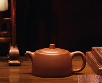 井栏壶 (well railing shaped teapot) by gu jingzhou