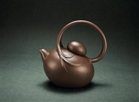 teapot with overhead handle by jiang jianxiang