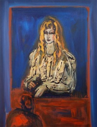 vrouw tegen blauwe achtergrond by luis filcer
