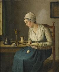 interiör med kvinna som stoppar strumpor by adriaen de lelie