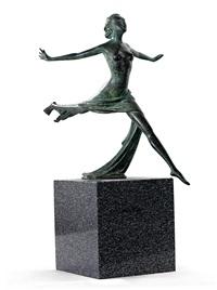 donna al vento. tänzerin mit ausgebreiteten armen by bruno locatelli