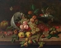 elegantes früchtestilleben mit schräg gestellter delfter schale, anfliegendem specht und schmetterling by martinus nellius