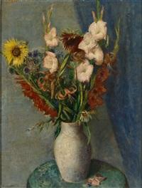 sommerlicher blumenstrauß mit sonnenblumen, gladiolen und lilien by arvid mather