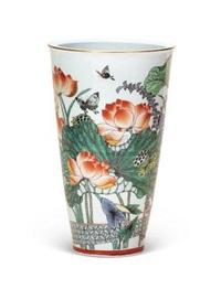 古彩花卉瓷瓶 (a gucai flowers vase) by dai yumei