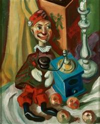 stilleben mit kasperlfigur, kaffeemühle, leuchter und äpfeln by martin arnold