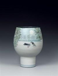 月下私喁 (porcelain vase) by dai yumei