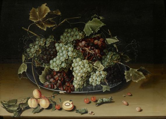 früchtestilleben mit trauben auf einem zinnteller sowie aprikosen kirschen und nüssen auf einem tisch by isaac soreau