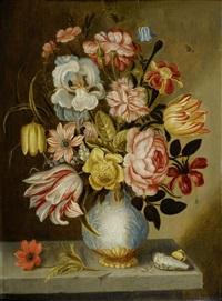blumenstilleben in einer vase auf einer steinplinthe mit muscheln und kleinen insekten by abraham bosschaert