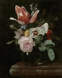 blumenstillleben in einer vase auf einer steinplatte by cornelis kick
