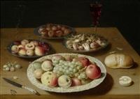 stillleben mit früchten, nüssen, brot, zwei weingläsern und einem messer auf einer tischplatte by osias beert the elder