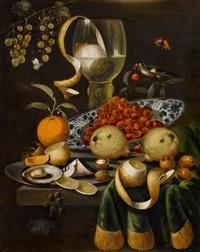 stilleben mit zitrone und weinglas, vögeln und schmetterlingen by martinus nellius