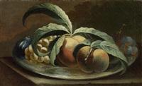 stilleben mit pfirsichen, trauben und feigen by maximilian pfeiler
