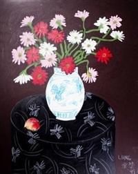 瓶花与静物 by liang yifen