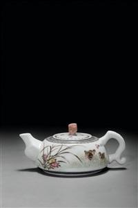 邓肖禹 (1920-2000) 芳园清趣 粉彩瓷壶 by deng xiaoyu