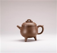 tripedal teapot with round knob by xu daming