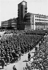 german war prisoners marching through moscow (+ russian onlookers; 2 works) by mikhail trachman