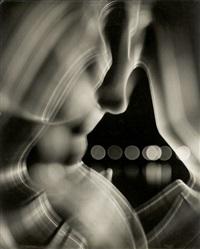 weibliche impression (drahtplastik mit fahrender kamera aufgenommen) by heinz hajek-halke