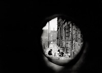 durchblick nach drüben. berlin, kreuzberg by norbert bunge