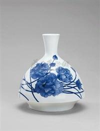 青花点金花卉瓷瓶 (porcelain vase) by liu yingrui