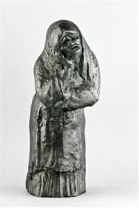 nach vorn gebeugte trauernde alte mit bedecktem haupt by gregor kruk