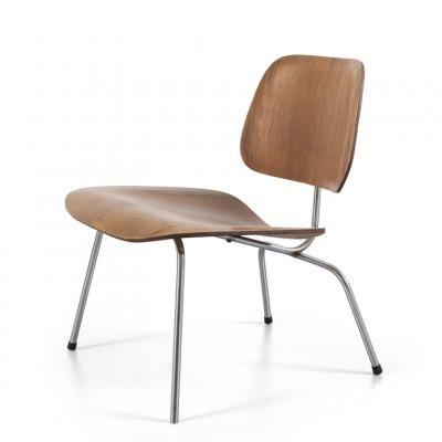 Una sedia della serie Plywood group per HERMAN MILLER by ...