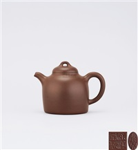 tall stone weight teapot by xu hantang