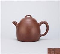 qin weight teapot by gu jingzhou