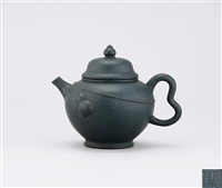 teapot with gourd pattern on the belly by zhou guizhen