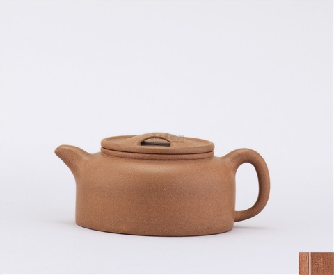 teapot of dome shape with ox snout cover by pei shimin