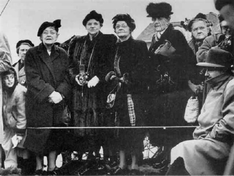 ladies welcoming macarthur home from far east by william heick