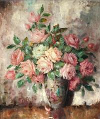 ein strauß rosa rosen in einer vase by carl h. fischer