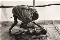 a body being prepared for burial, korem camp, ethiopia by sebastião salgado