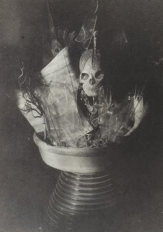 globe de verre cassé by claude cahun
