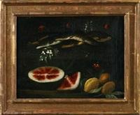 stilleben mit fischen, melone und zitronen zwischen blumen by cristoforo munari